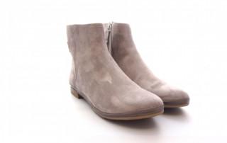 Ankle Boots mit flachem Absatz, Schuhform rund. Aus Wildleder Farbe Taupe